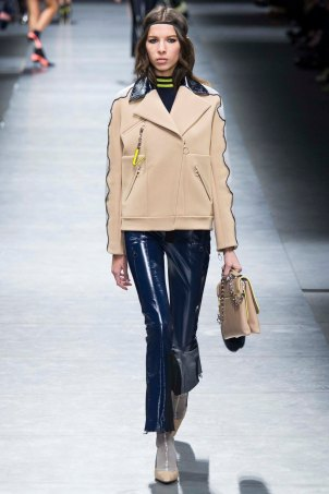 Versace-aw16-milanomodadonna-mfw-womenswear-9