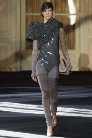 Acne-Studios-aw16-pfw-rtw-womenswear-2