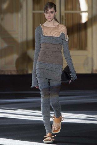 Acne-Studios-aw16-pfw-rtw-womenswear-6