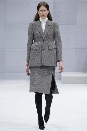 Balenciaga-aw16-pfw-womenswear-rtw-1