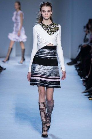 GiambattistaValli-aw16-pfw-rtw-womenswear-16
