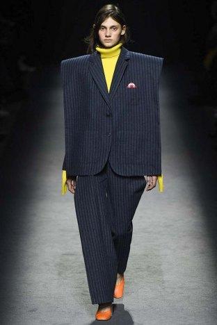Jacquemus-aw16-pfw-womenswear-rtw-1