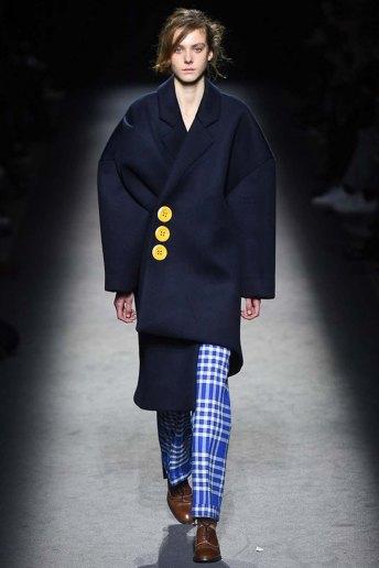 Jacquemus-aw16-pfw-womenswear-rtw-29