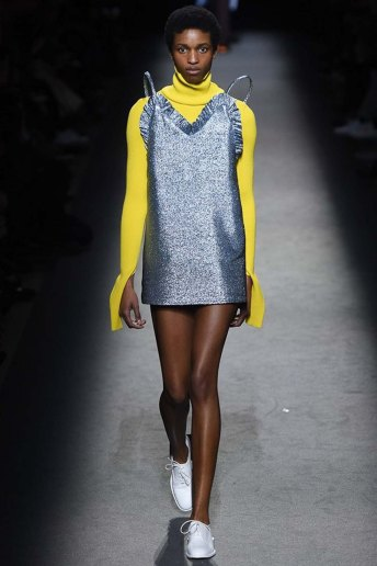 Jacquemus-aw16-pfw-womenswear-rtw-30