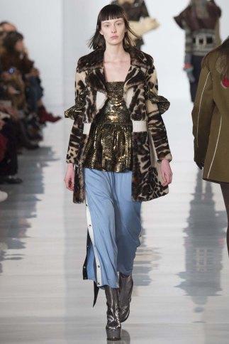 Maison-Margiela-aw16-pfw-rtw-womenswear-11