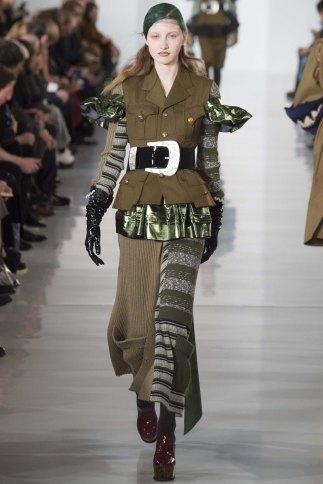 Maison-Margiela-aw16-pfw-rtw-womenswear-2