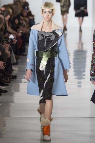 Maison-Margiela-aw16-pfw-rtw-womenswear-21
