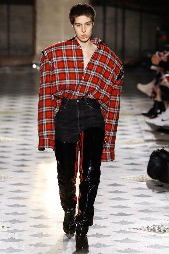 Vetements-aw16-pfw-rtw-womenswear-13
