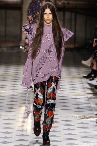 Vetements-aw16-pfw-rtw-womenswear-17