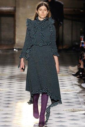 Vetements-aw16-pfw-rtw-womenswear-7