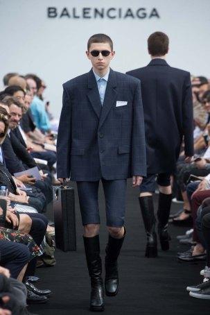 Balenciaga-spring-2017-pfw-slashitmag-menswear-2