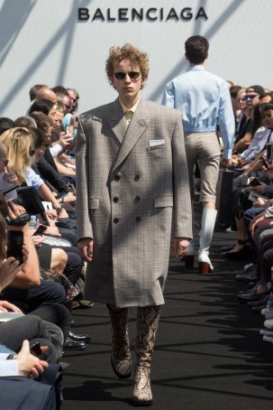 Balenciaga-spring-2017-pfw-slashitmag-menswear-5