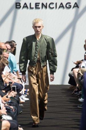 Balenciaga-spring-2017-pfw-slashitmag-menswear-9