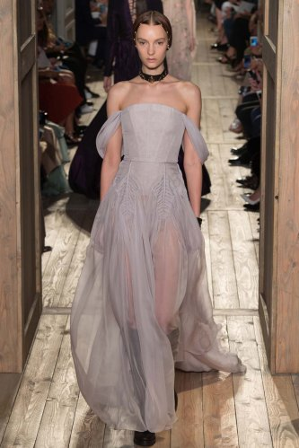 Valentino-fall-2016-couture-pfw-fashion-17