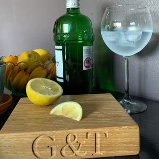slate and oak small oak chopping block engraved with g&t along the front edge and designed for cutting a g&t garnish, great personalised oak gifts