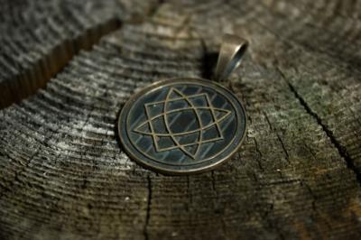 Знак Сварога у славян: описание и фото символа бога ...