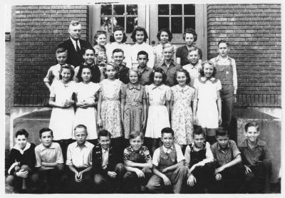 Amos Griffin's 7th-8th grade class, Newton Grade School, 1940