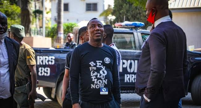 Omoyele Sowore went back to pick his belongings at the station, but see who he still found locked up