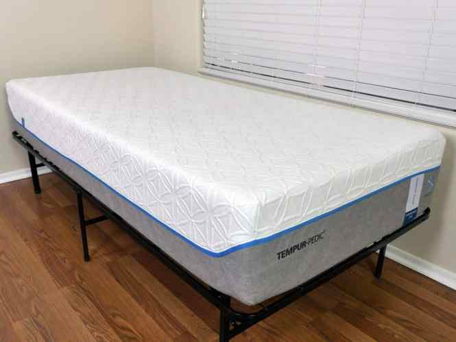 Close Up Shot Of Tempurpedic Cloud Supreme Breeze Mattress Cover