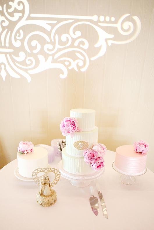 Buttercream wedding cake with fresh flowers, buttercream, wedding cake with peonies,