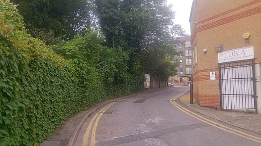 Going back up to Amhurst Road from Hackney Downs Studios - local secret