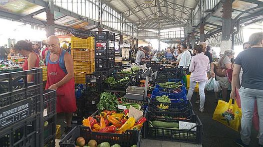 The farmers' market much busier than on weekdays, and 50-50% higher prices too!