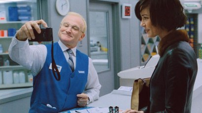ONE HOUR PHOTO, from left: Robin Williams, Connie Nielsen, 2002, © Fox Searchlight/courtesy Everett Collection