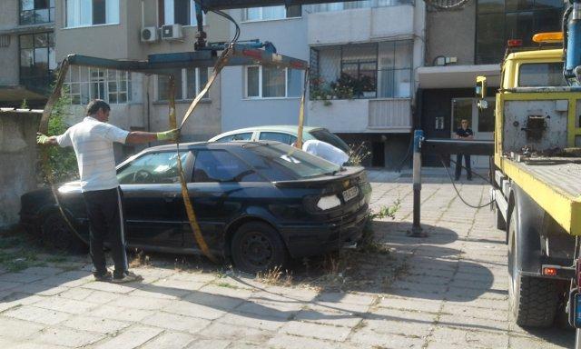 Повече от 70 изоставени коли в града са премахнати принудително