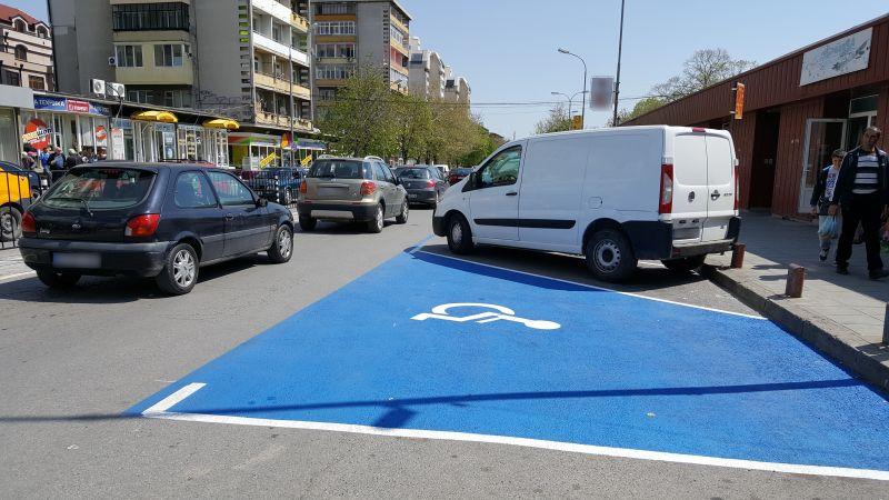 Продължава разчертаването на маркировката за Синята зона в Сливен