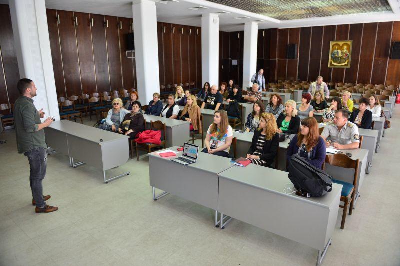 Представиха в Сливен мобилното приложение за взаимопомощ IHELP