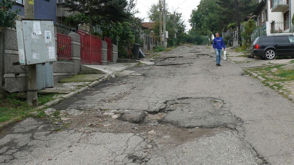 Продължават основни ремонти и възстановяване на улици в Сливен