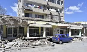 Общината предприе спешни мерки по ситуацията с падналата козирка на жилищен блок