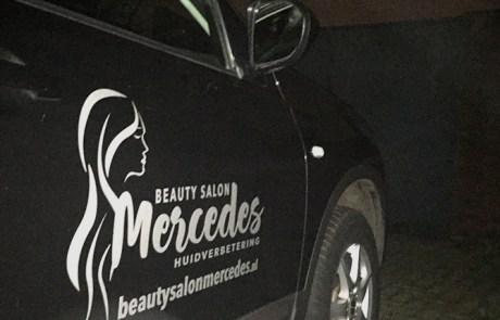 bedrijfsreclame op de auto voor beautysalon mercedes in hengelo
