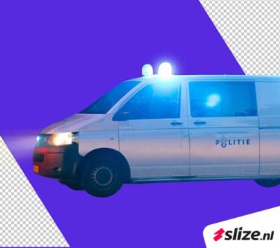 Digitale beeldbewerkeing - Een politie busje waarbij de striping is verwijderd.