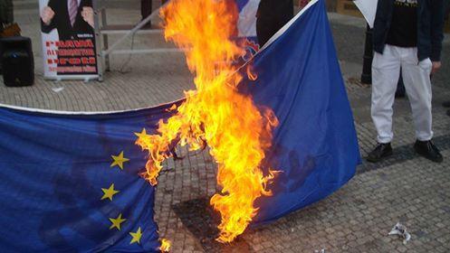 EUpalenieVlajky