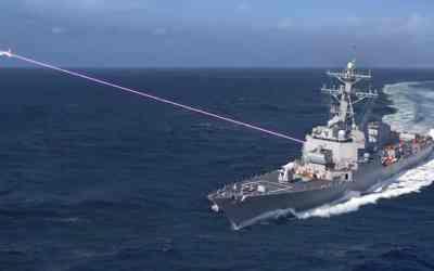 """Američania ohlásili predpokladaný termín vyzbrojovanie lodí laserom HELIOS, ktorý podľa ich slov je """"game changer""""."""