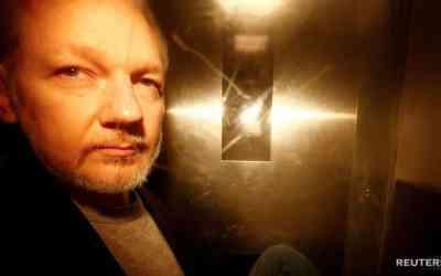 Assange má príznaky obete psychologického mučenia, tvrdia experti.