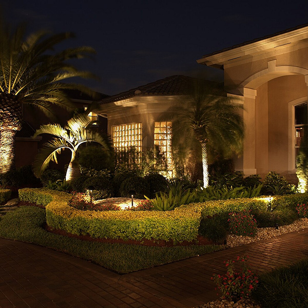 24 awesome landscape lighting ideas slodive on Front Lawn Lighting Ideas id=78838