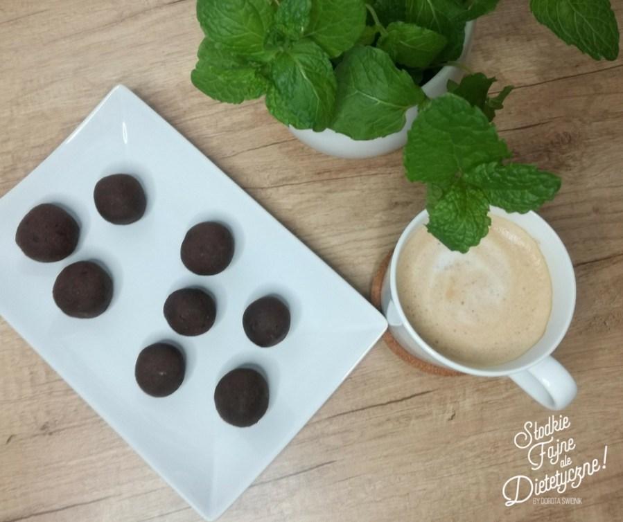 czekoladowe kulki z ciecierzycy