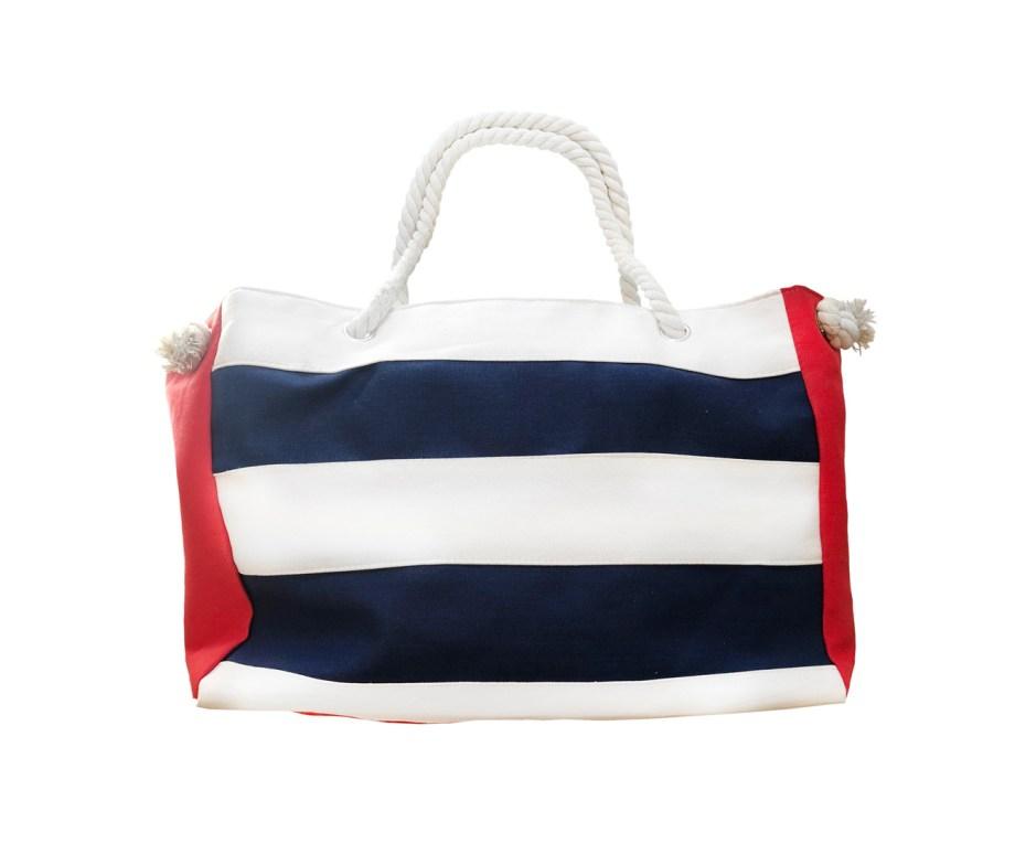 Pamučna torba za plažu na Pruge. Prostrana pamučna torba za plažu sa ručkama napravljenim od pamučnog konopca. Torba ima i patent zatvarač. Torba je izrađena od pamuka, a unutra je presvlaka od poliestera.