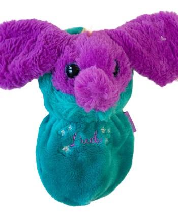Pliš Minimoomis Doodo 20cm. Minimoomi pliš unutar slatke vreće za spavanje od pliša, ukrašen malim srcem na trbuščiću.