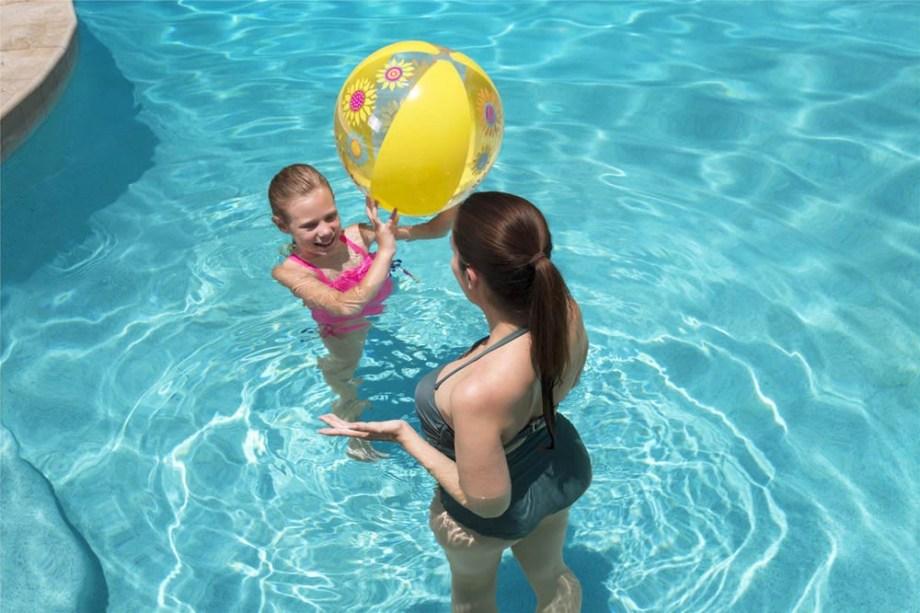 Lopta na napuhavanje, Lopta za more Designer 51 centimetar. Ova lopta namijenjena je igri u bazenu ili na otvorenom. Savršena je za ljetne dječje zezancije jer je velika i lagana, pa se djeca mogu bezbrižno igrati.