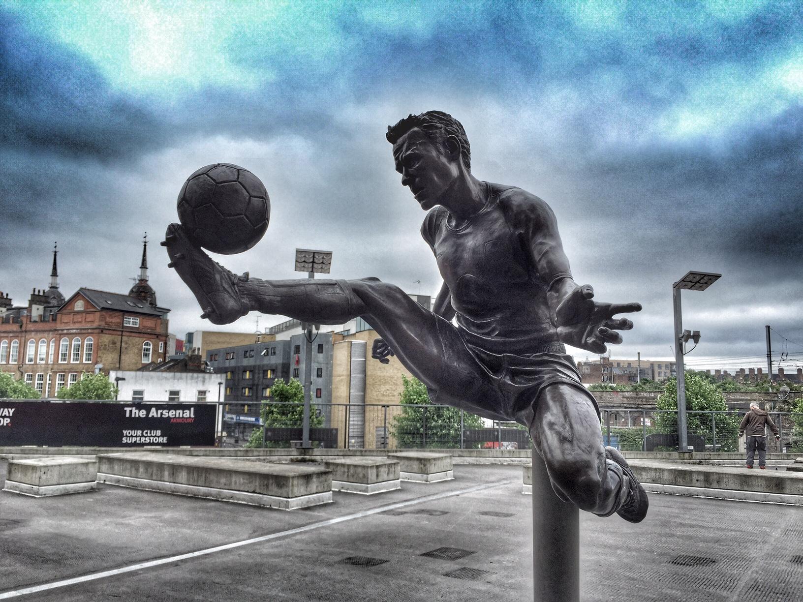 Dennis Bergkamp statue Emirates Stadium