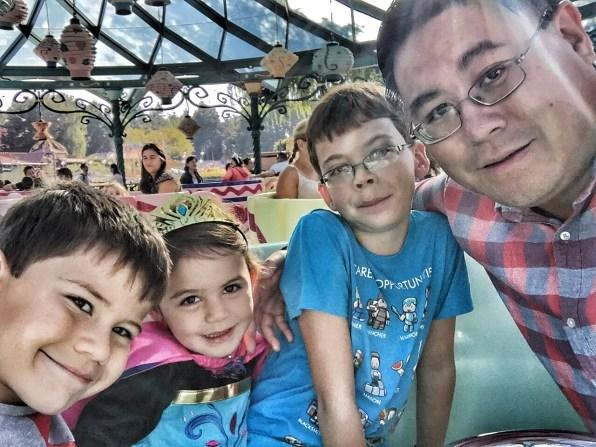 Disneyland Paris Toby Kara Isaac Daddy teacup ride