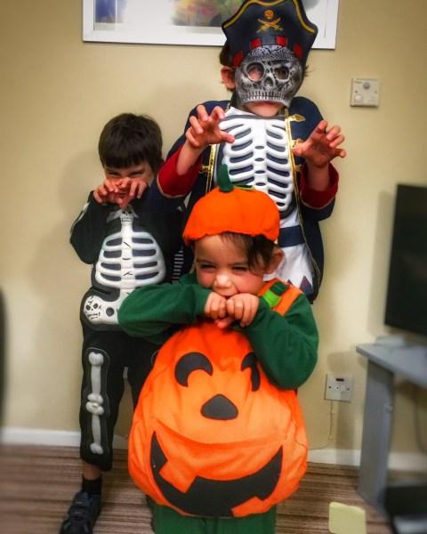 kids-in-costume-halloween-2015