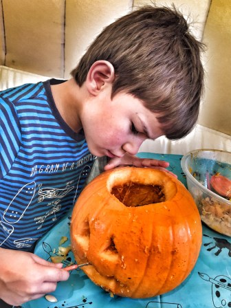 butlinstoby-pumpkin-carving