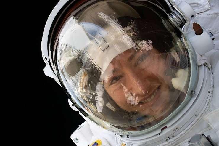To je ženska, ki je v vesolju preživela skoraj leto dni