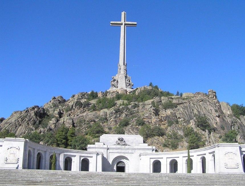 Долина павших, мемориальный комплекс в память о погибших в Гражданской войне. Источник: http://www.fuenterrebollo.com/