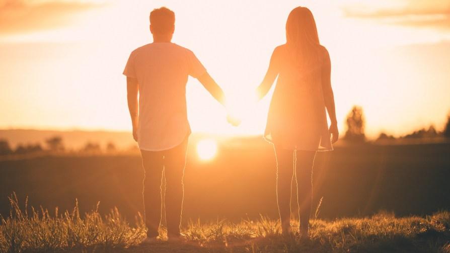 couple homme femme coucher de soleil relation