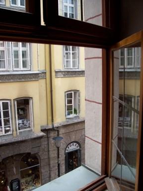 Fereastra deschisă. Innsbruck, Austria. Photo: ©SLOWAHOLIC